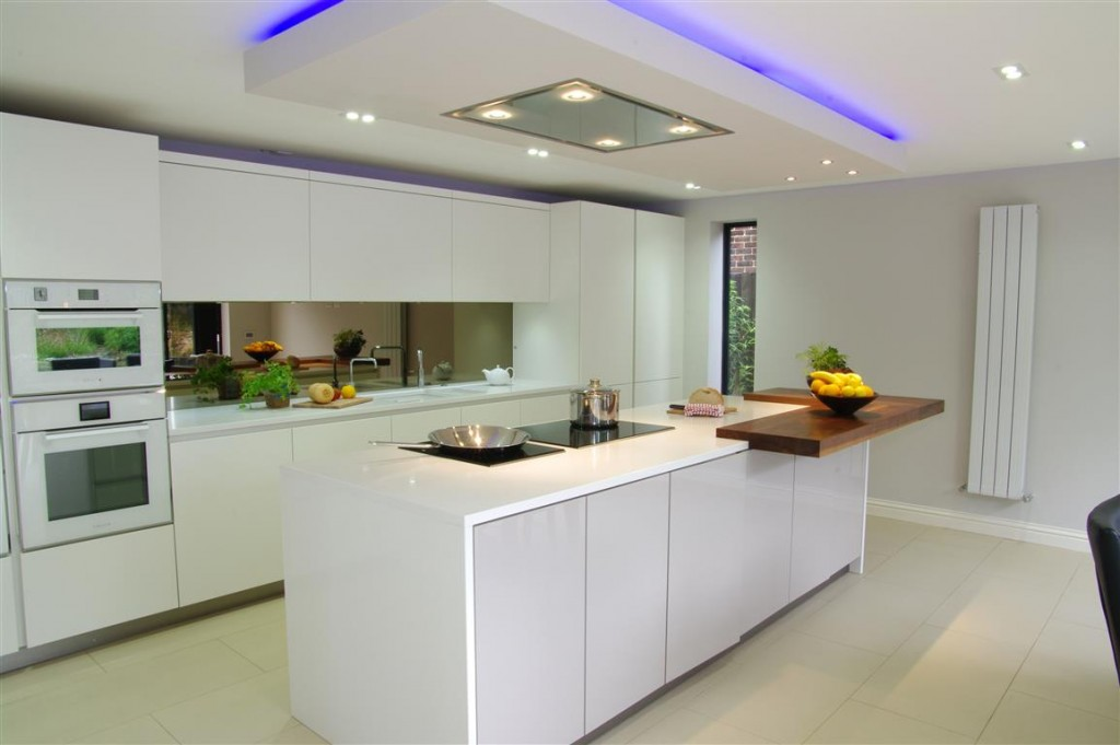 White Gloss Kitchen with Innovative Lighting