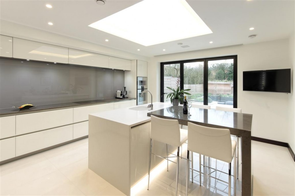 Brilliant White Kitchen with Flawless Finish