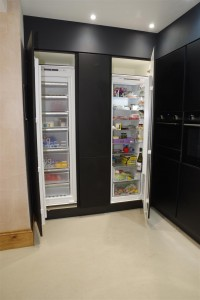Siemens, iQ500, Compact45 Microwave Combination Oven, LCD lightConrrol, 3-in-1 / Siemens, iQ500, Single Oven - activeClean, Multifunction, 9 functions, LCD, Siemens, iQ300, 177X54 built in fridge, Fresh Box, LED Light, 7 glass shelves