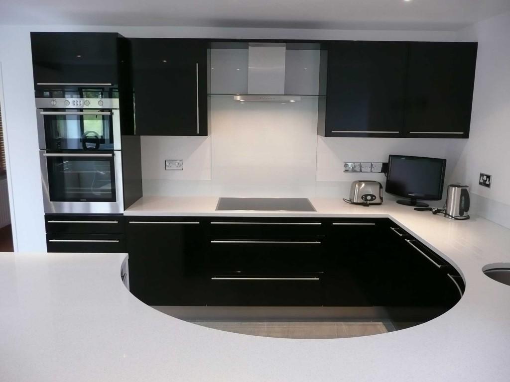 Compact High Gloss Kitchen