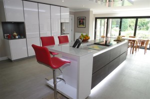 Polar White Kitchen with stools by Perresini
