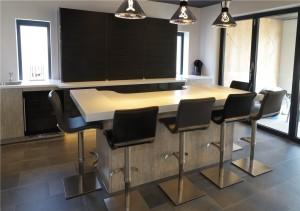 Luxurious bar area with Italian seating by Peressini Casa