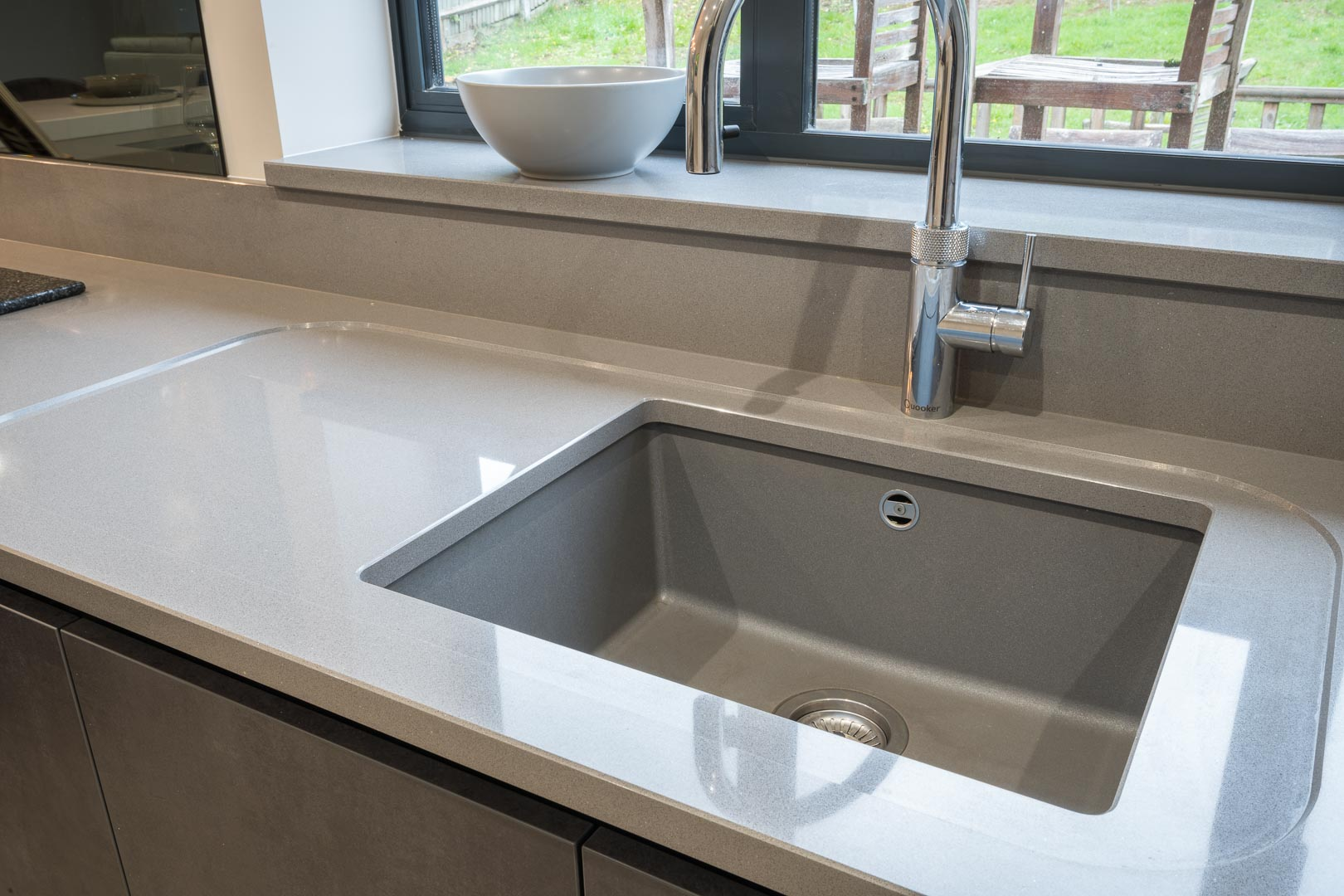 undermount sink with recessed drainer